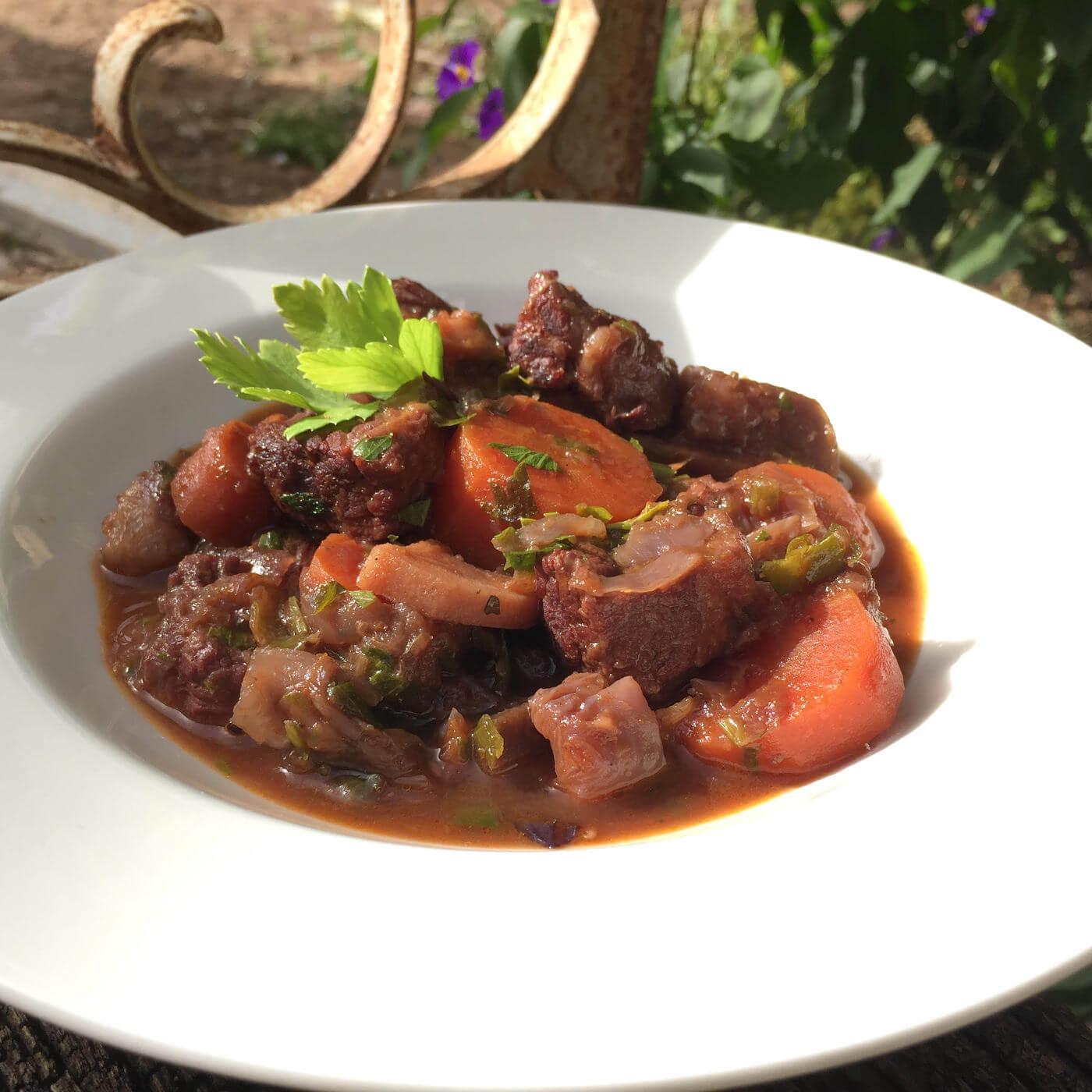 תבשיל בשר עם כרוב וסלק